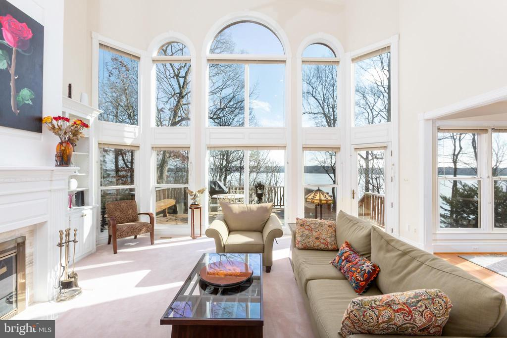 Family room with Potomac River views - 9403 LUDGATE DR, ALEXANDRIA
