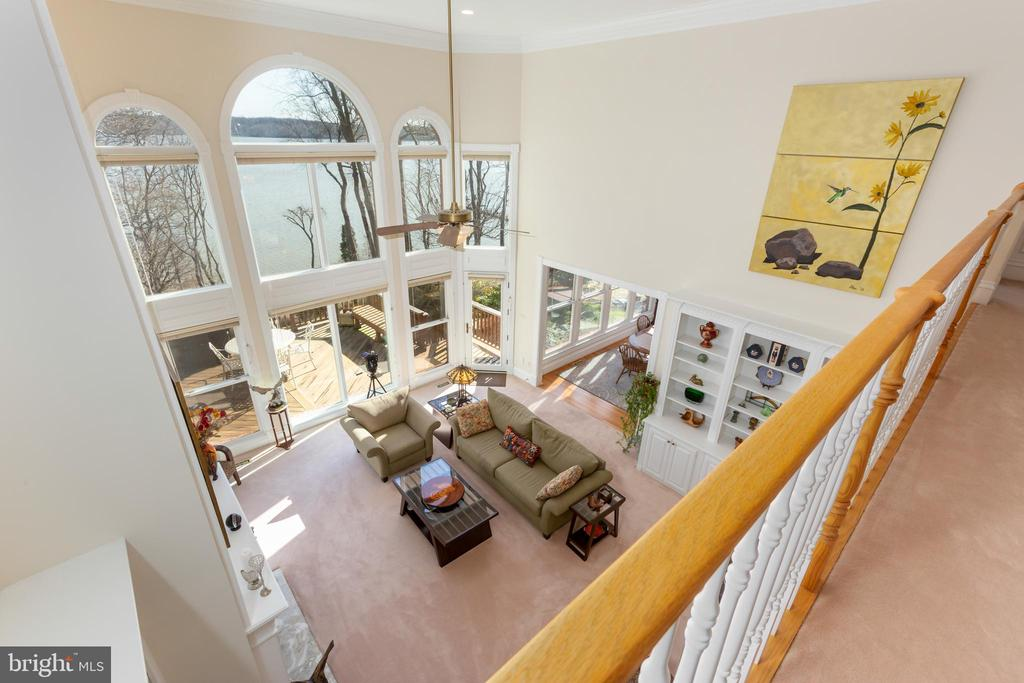 Upper level gallery with view of river - 9403 LUDGATE DR, ALEXANDRIA