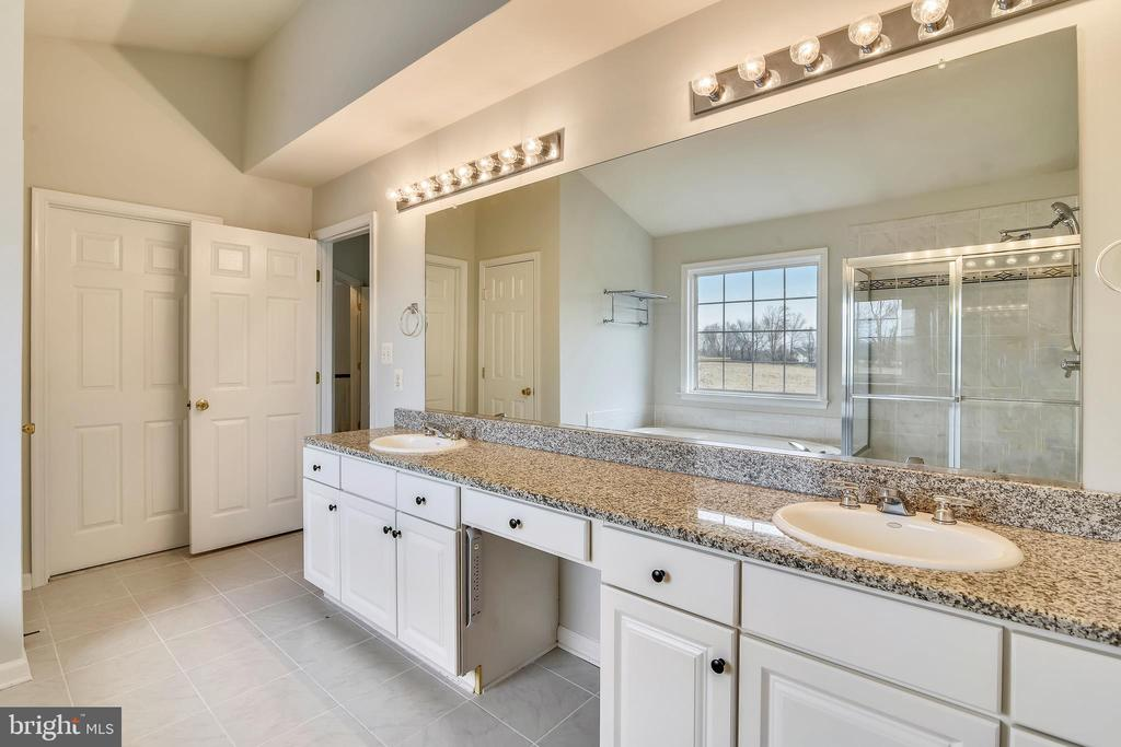 Master Bath - 37575 CHARTWELL LN, PURCELLVILLE