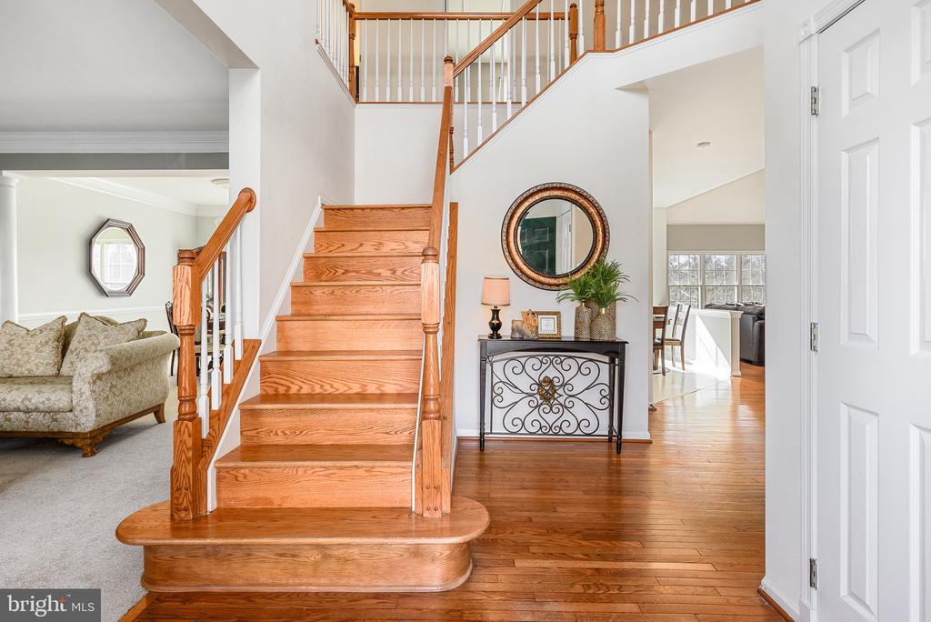 Two story foyer welcomes you! - 43371 LA BELLE PL, ASHBURN