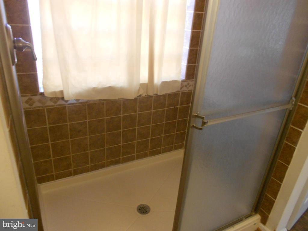 Master bathroom shower - 11705 WILDERNESS PARK DR, SPOTSYLVANIA