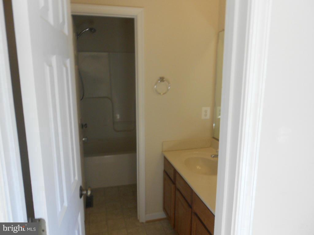Jack & Jill Bathroom - 11705 WILDERNESS PARK DR, SPOTSYLVANIA