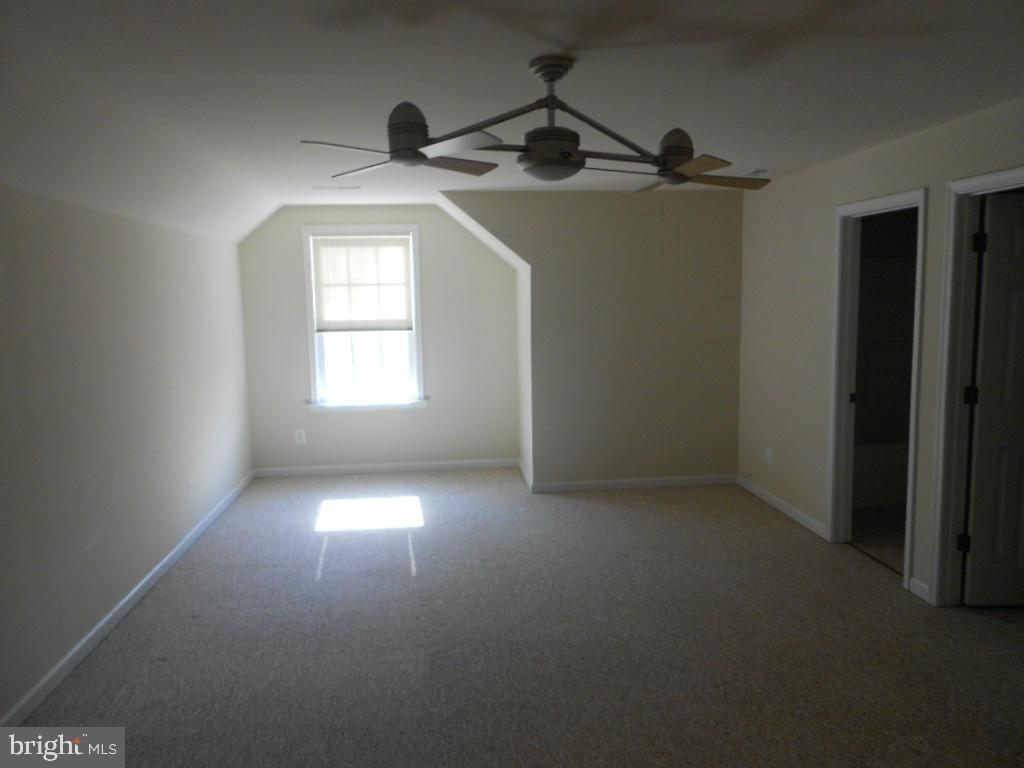 Upstairs 2nd master suite with full bath - 11705 WILDERNESS PARK DR, SPOTSYLVANIA