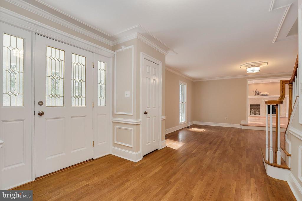 Foyer- inside front door - 7810 WARFIELD RD, GAITHERSBURG