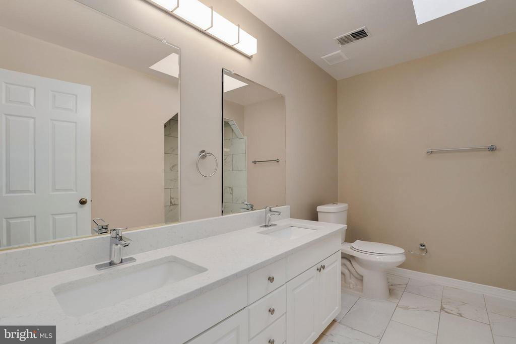 Hall bath - 7810 WARFIELD RD, GAITHERSBURG