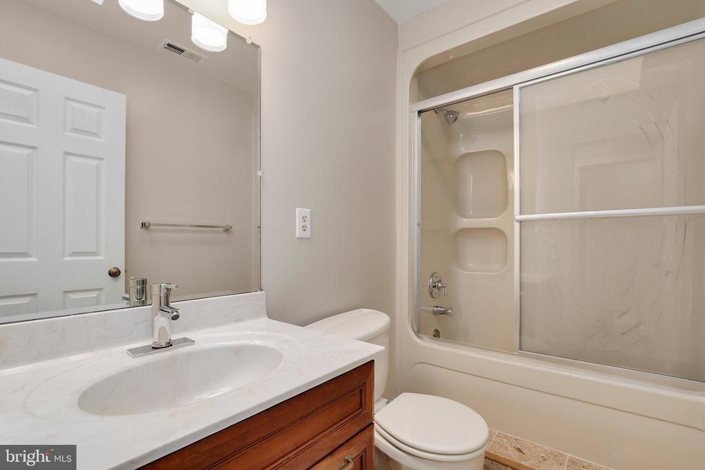 Fourth bath - 7810 WARFIELD RD, GAITHERSBURG