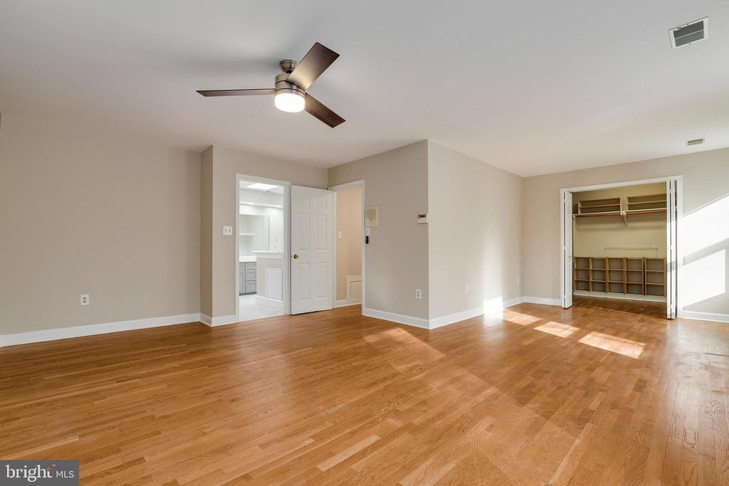 Built-ins in closets - 7810 WARFIELD RD, GAITHERSBURG