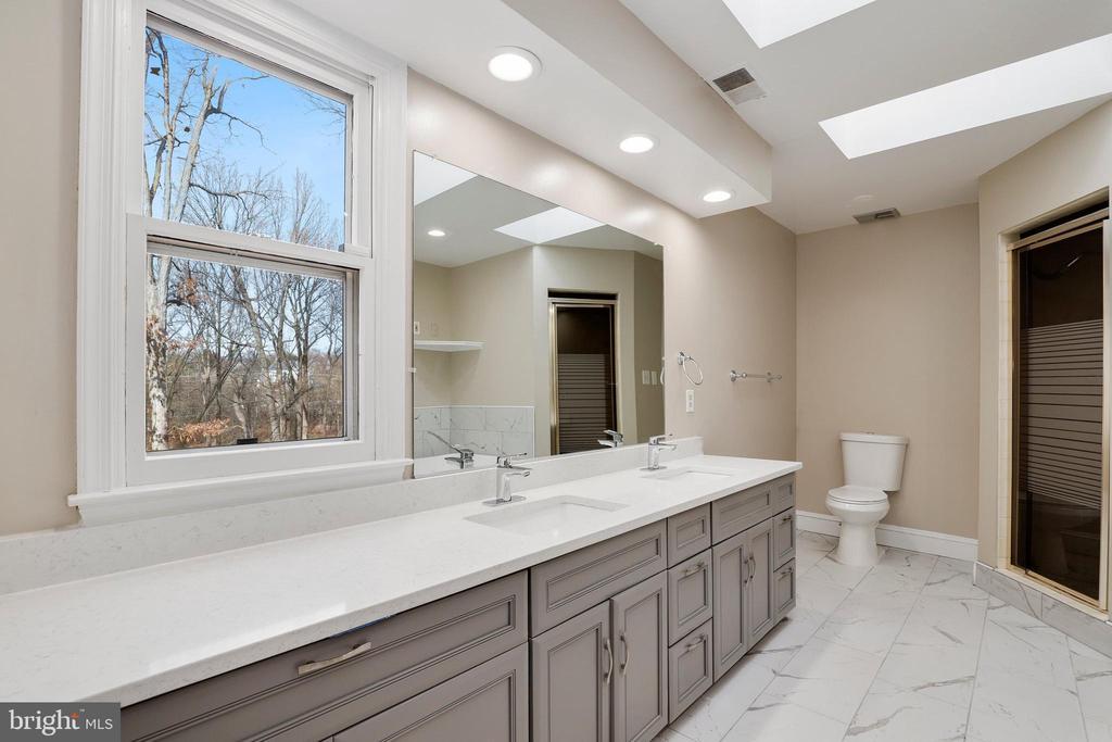 Master bath - 7810 WARFIELD RD, GAITHERSBURG