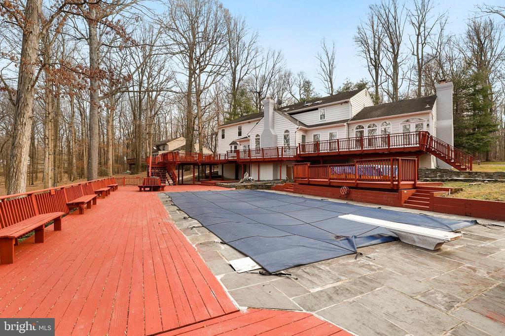 Pool deck - 7810 WARFIELD RD, GAITHERSBURG