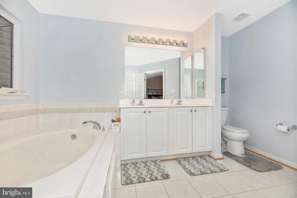 Master Bathroom - 25371 DAMASCUS PARK TER, DAMASCUS