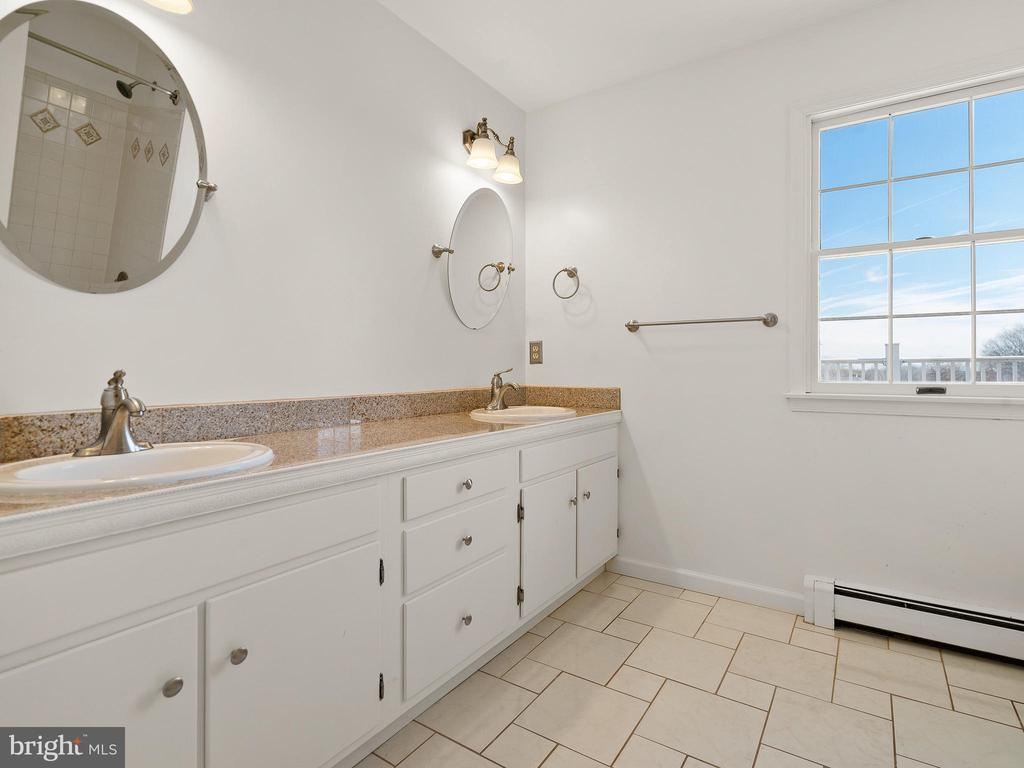Hall Bath Upgraded with Granite Counters - 12143 RICHLAND DR, CATHARPIN