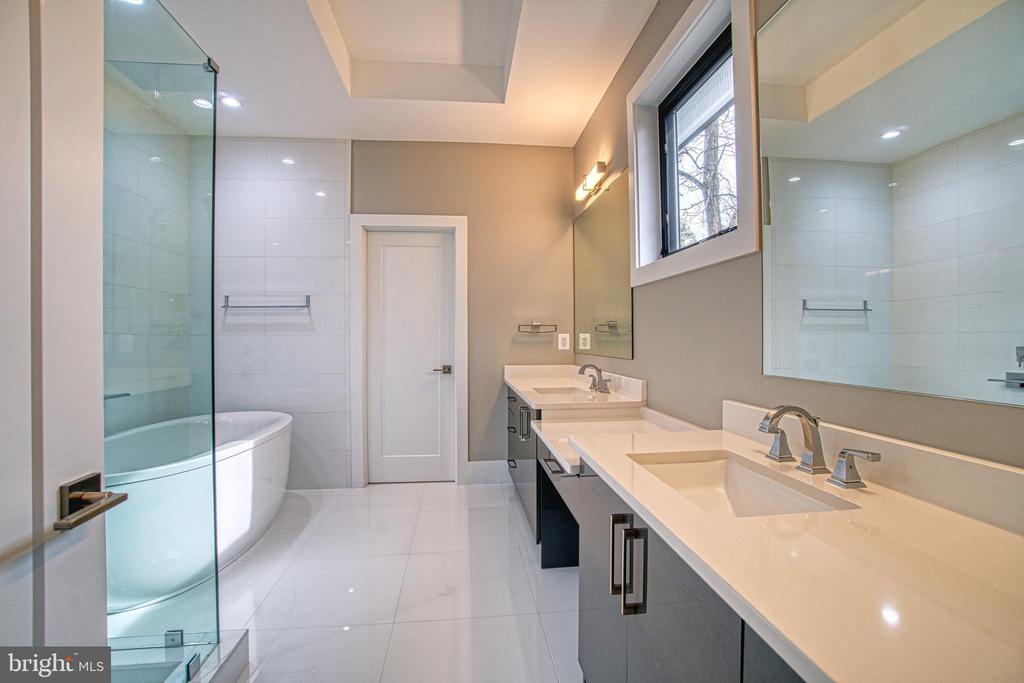 Master Bath - 1239 N TAYLOR ST, ARLINGTON