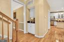 Convenient butler's panty between kitchen and DR - 47285 OX BOW CIR, STERLING