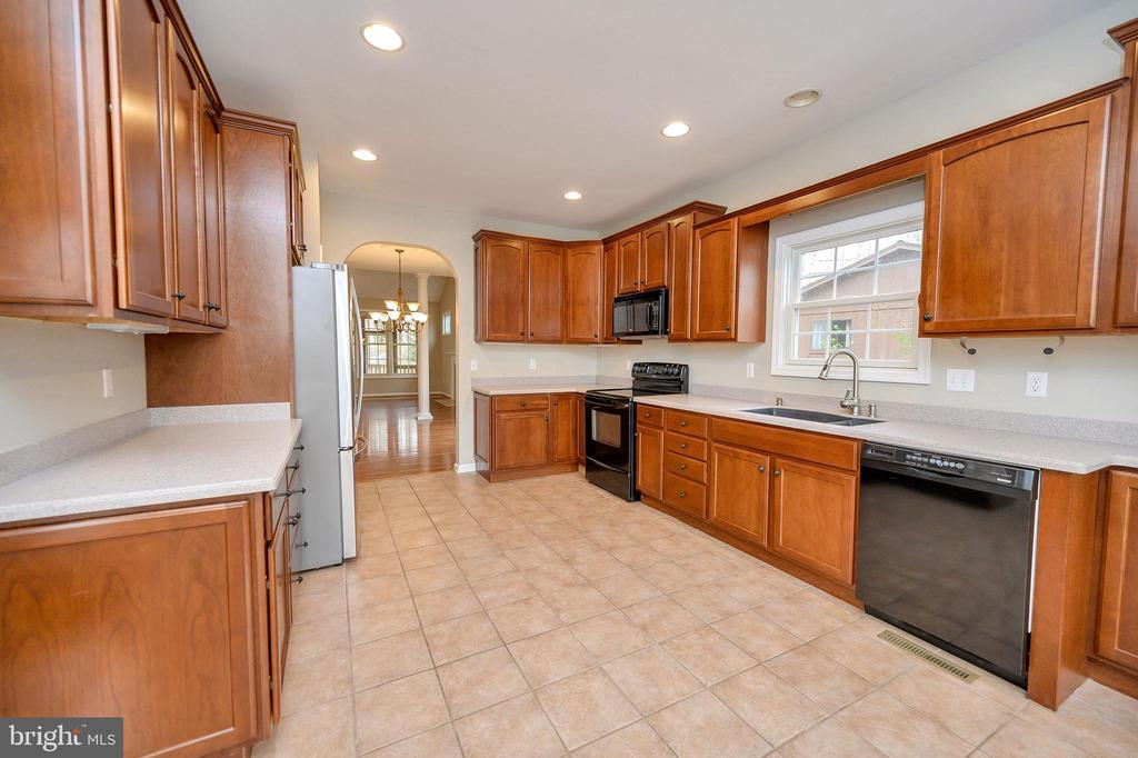 Tons of counter space - 1010 EASTOVER PKWY, LOCUST GROVE