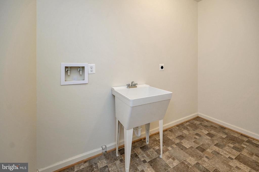 2nd laundry room in the basement - 1010 EASTOVER PKWY, LOCUST GROVE