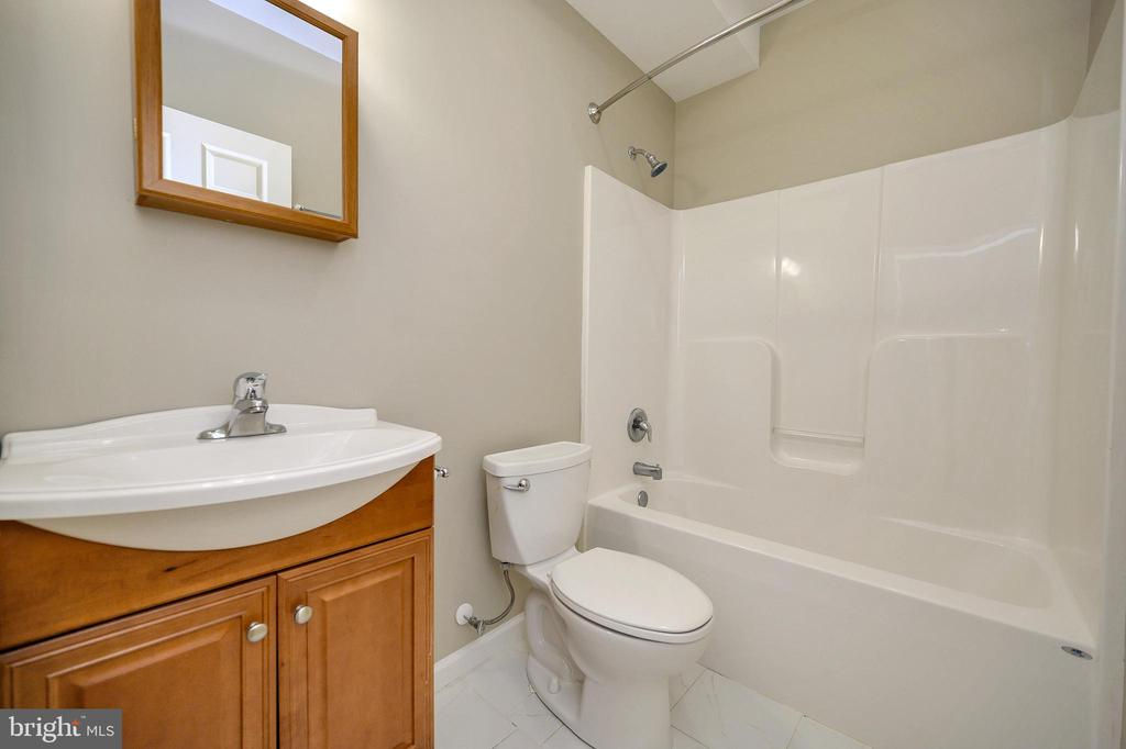 Full bathroom in the finished basement - 1010 EASTOVER PKWY, LOCUST GROVE