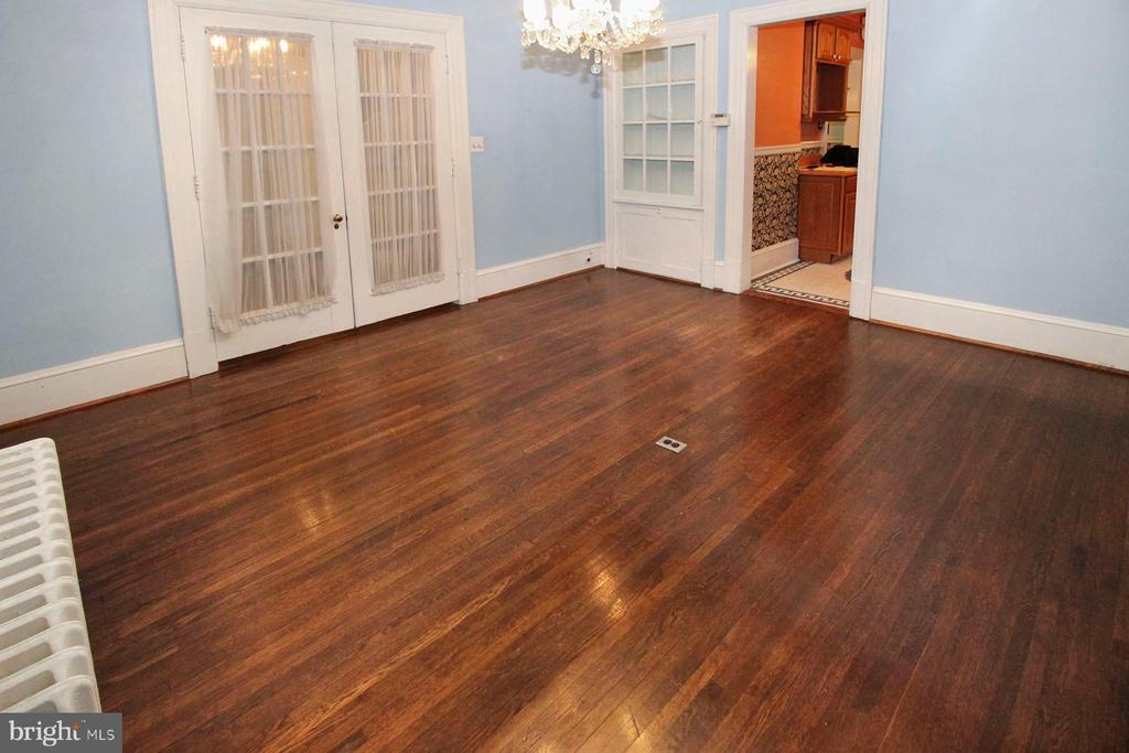 spacious dining room with hardwood floor - 909 WEST KING, MARTINSBURG