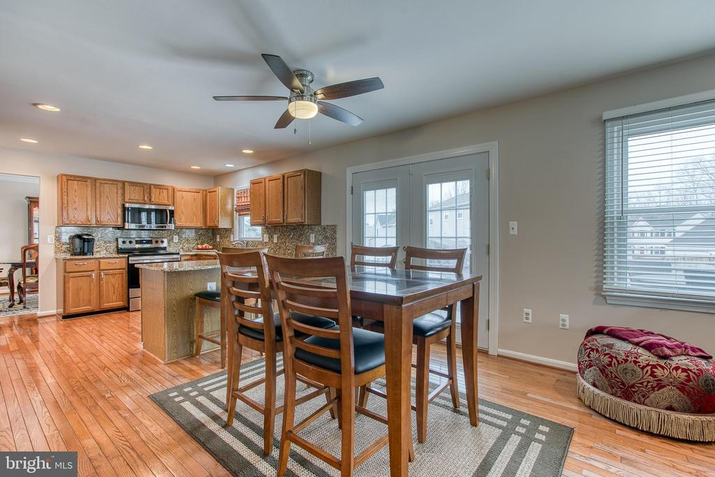 Hardwood floors on entire main and upper level. - 4 MARKHAM WAY, STAFFORD