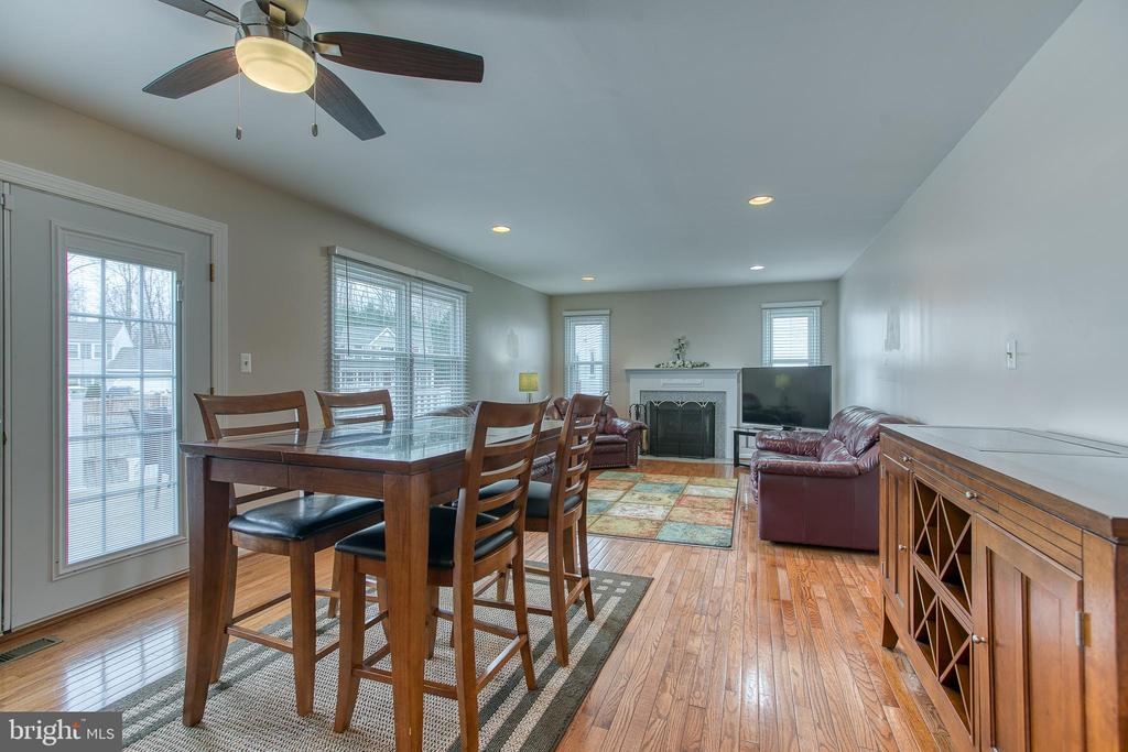 Breakfast area with  French doors to deck! - 4 MARKHAM WAY, STAFFORD