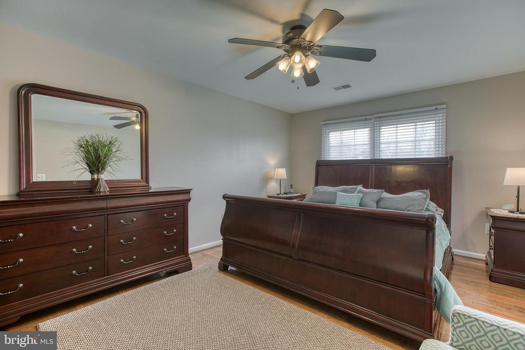 Master bedroom fits King size bed and more! - 4 MARKHAM WAY, STAFFORD