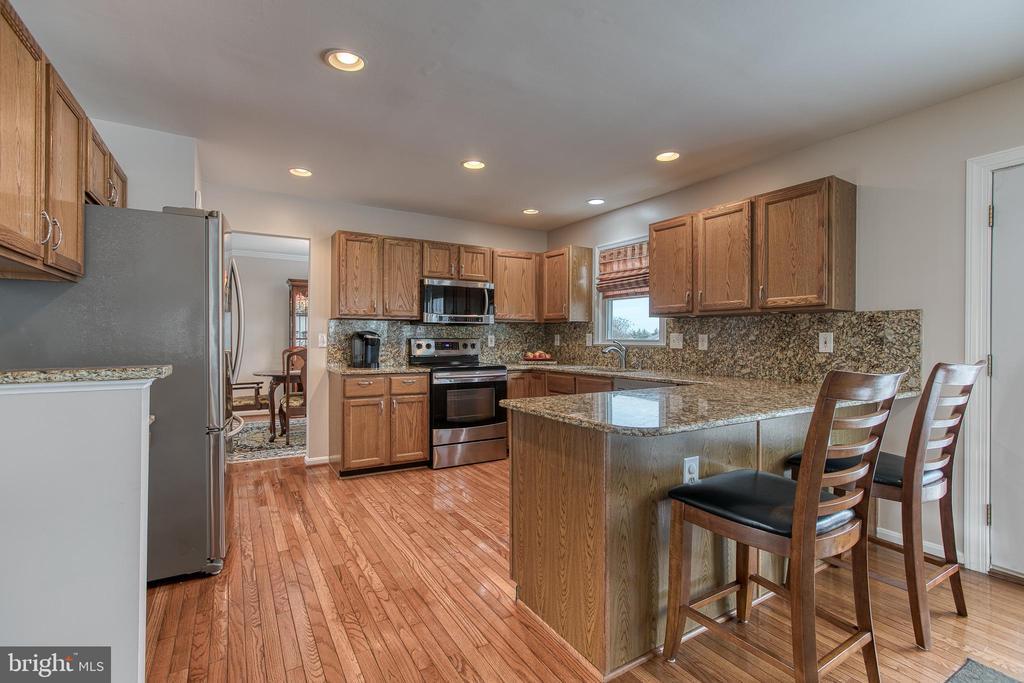 Kitchen, Granite CT, SS appliances, HW floors - 4 MARKHAM WAY, STAFFORD