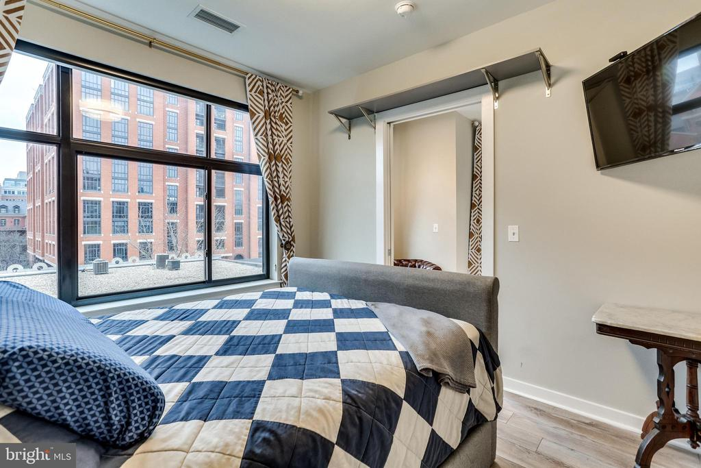 Bedroom with incredible natural light! - 911 2ND ST NE #406, WASHINGTON