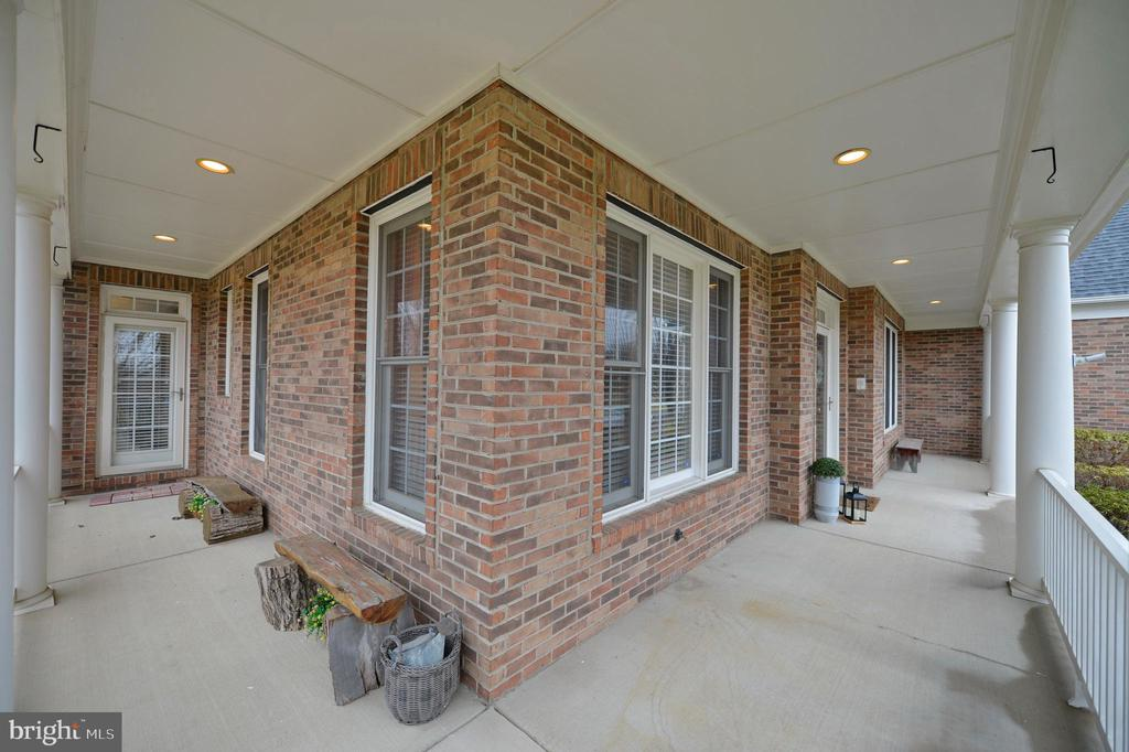Wrap around Front Porch - 36335 SILCOTT MEADOW PL, PURCELLVILLE