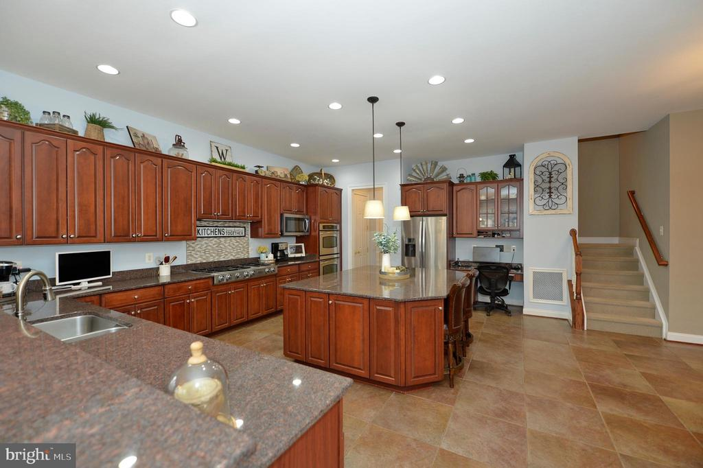 Kitchen View Showing Back Staircase - 36335 SILCOTT MEADOW PL, PURCELLVILLE