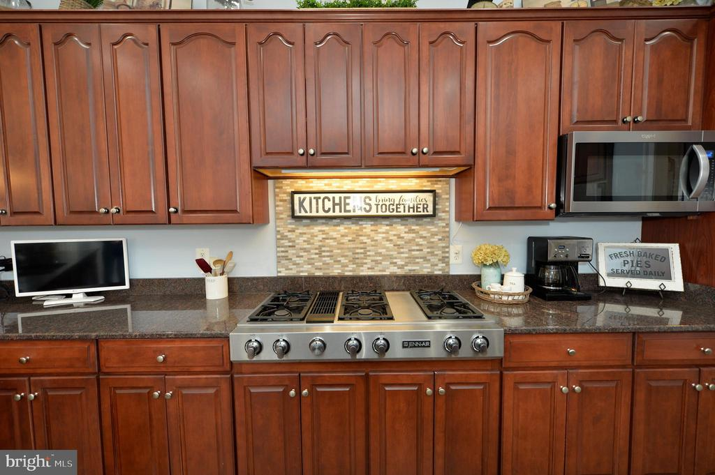 Six Burner Gas Cook-top - 36335 SILCOTT MEADOW PL, PURCELLVILLE