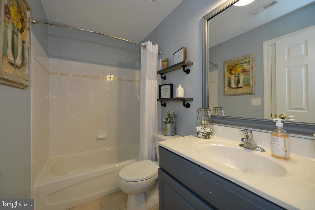 Lower Level Full Bath - 36335 SILCOTT MEADOW PL, PURCELLVILLE