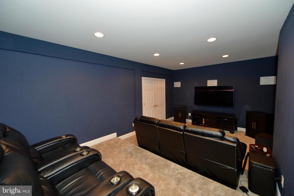 Home Theater with Terraced Floor for Seating - 36335 SILCOTT MEADOW PL, PURCELLVILLE