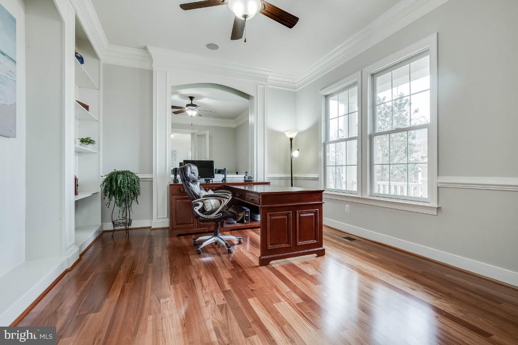 Great Home Office with Hardwood Floors - 21883 KNOB HILL PL, ASHBURN