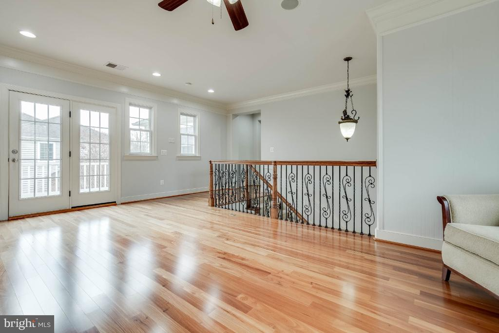 Upper Loft Great  For Study or Game Room - 21883 KNOB HILL PL, ASHBURN