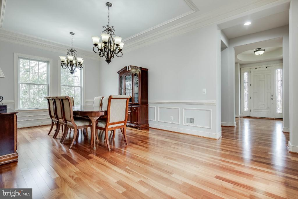 Formal Dining Room with Upgraded Moldings - 21883 KNOB HILL PL, ASHBURN