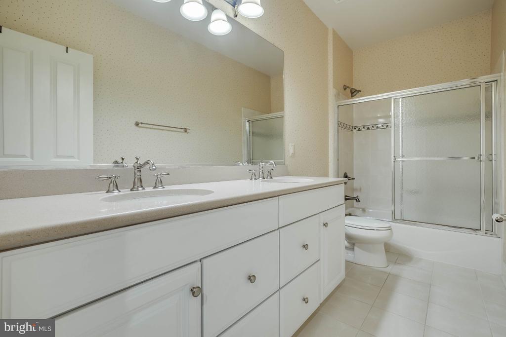 Hall Bathroom with Double Sinks - 21883 KNOB HILL PL, ASHBURN