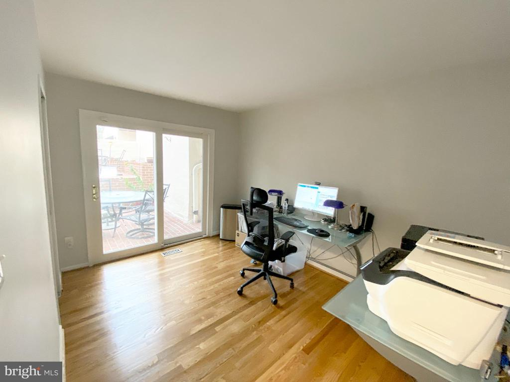 Main Level Office (Can be used as the 6th Bedroom) - 11644 MEDITERRANEAN CT, RESTON