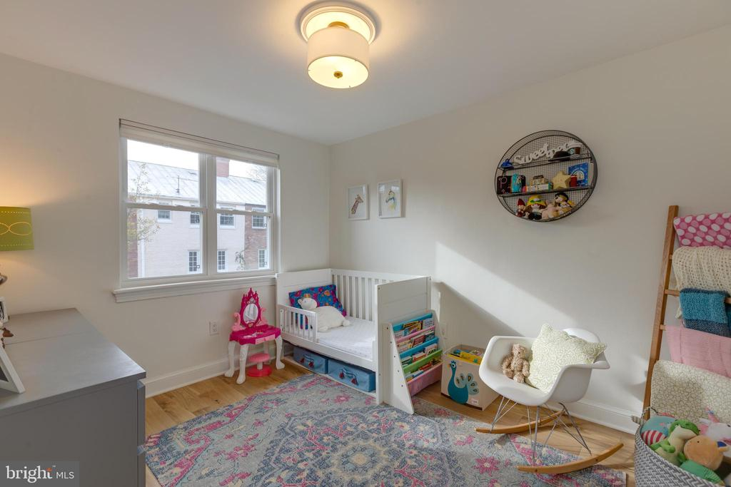 Bright and spacious 2nd bedroom or office - 1106 PORTNER RD, ALEXANDRIA