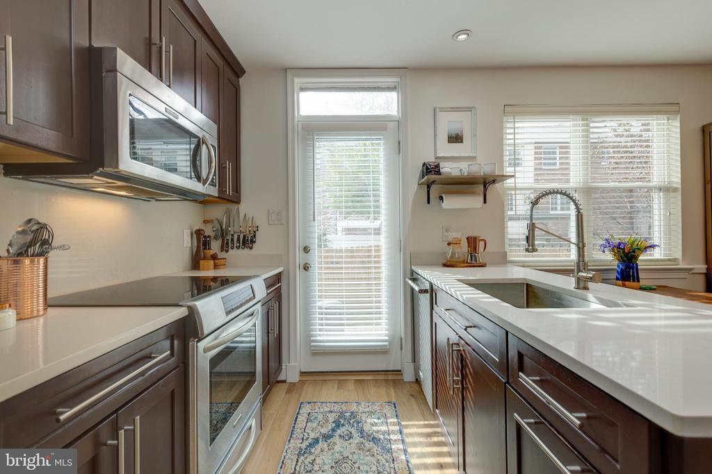plenty of counter prep space for cooks & entertain - 1106 PORTNER RD, ALEXANDRIA
