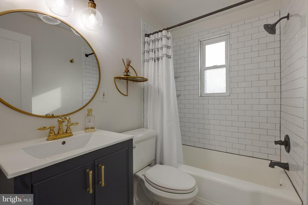 Completely renovated with updated brass finish - 1106 PORTNER RD, ALEXANDRIA
