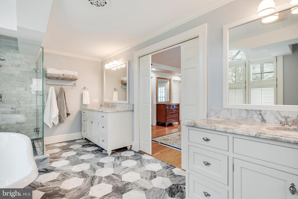 Two vanities...who doesn't want their own vanity! - 136 LAFAYETTE AVE, ANNAPOLIS