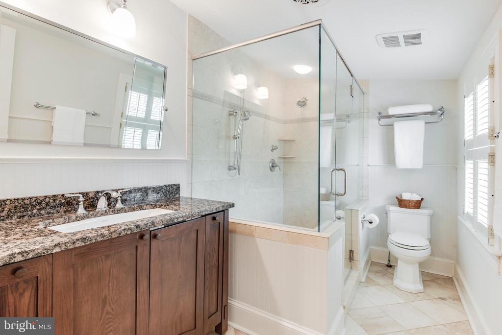 Full Hall Bathroom on the 3rd Floor - 136 LAFAYETTE AVE, ANNAPOLIS