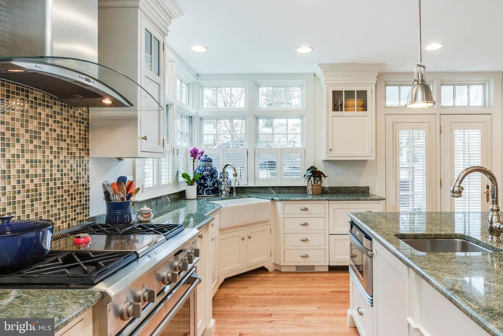 Stainless gas stove, bar sink and deep corner sink - 136 LAFAYETTE AVE, ANNAPOLIS