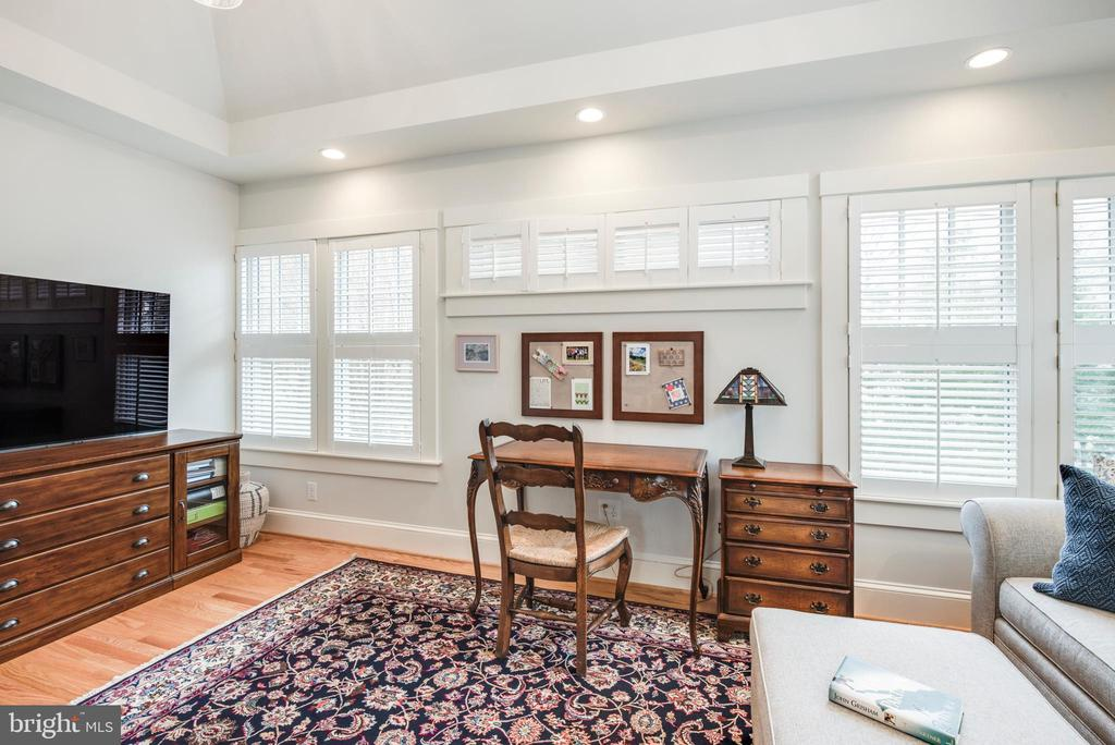 Space for a desk and TV in Sitting room off Master - 136 LAFAYETTE AVE, ANNAPOLIS