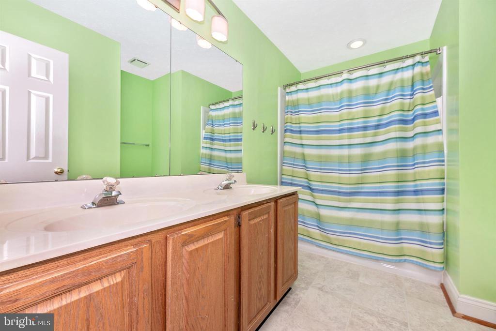 Upper Level Hall Full Bathroom - 10649 FINN DR, NEW MARKET