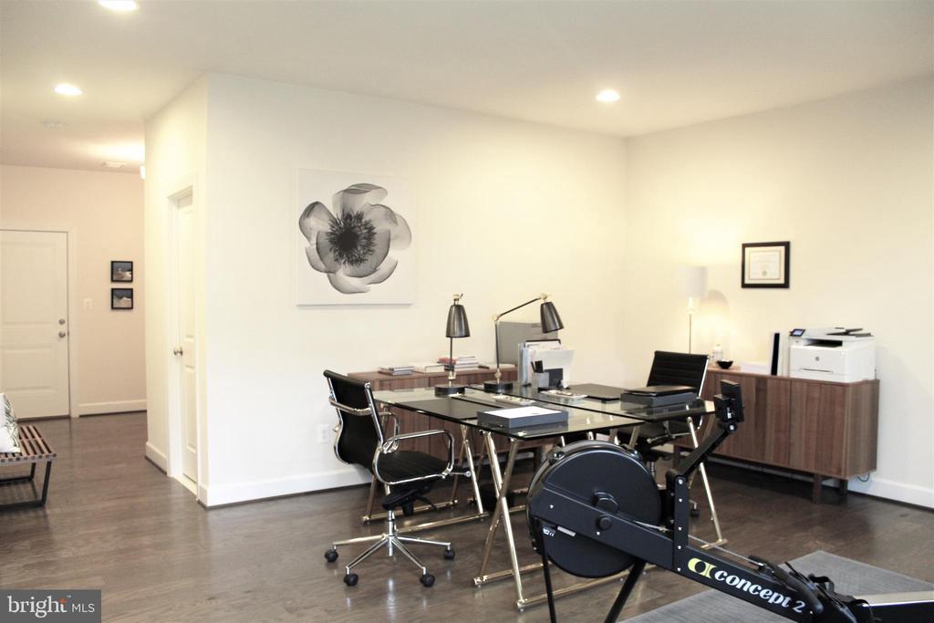 Garden Room w/Hardwood Floors - 23100 LAVALLETTE SQ, BRAMBLETON