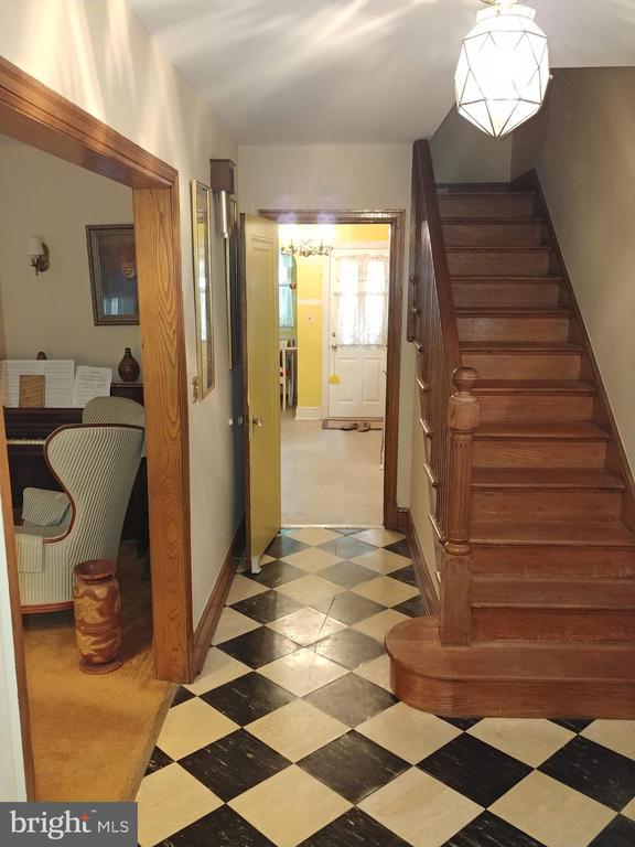 Foyer leads to living area, kitchen, upstairs. - 4025 20TH ST NE, WASHINGTON