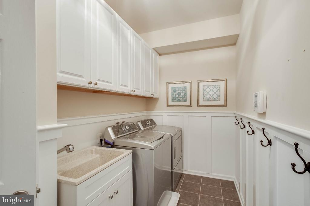 Great Laundry Room with Cabinets & Moldings - 26003 KIMBERLY ROSE DR, CHANTILLY