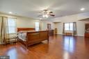 Master bedroom with gorgeous hardwood floors - 2252 PARTLOW RD, BEAVERDAM