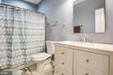 Main-level full bathroom - 2252 PARTLOW RD, BEAVERDAM