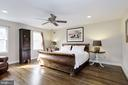 Luxurious master suite w/ gleaming hardwood floors - 6951 GREENTREE RD, BETHESDA